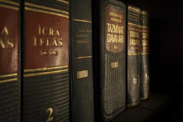 icra-iflas-piled-book